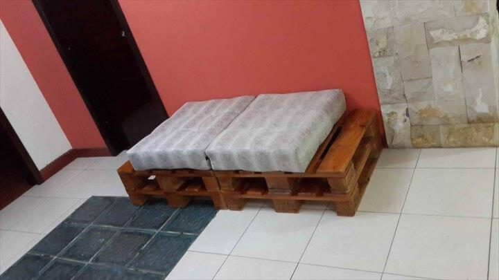 recycled pallet cushioned bench