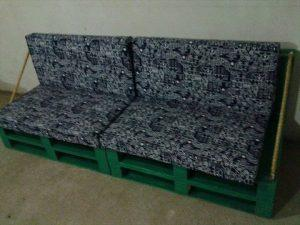 recycled pallet cushioned sofa
