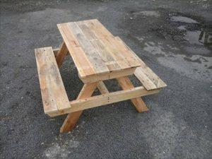 DIY Pallet Picnic Table