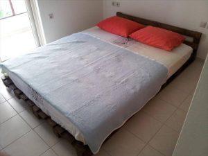 DIY Easy-to-Install Pallet Platform Bed