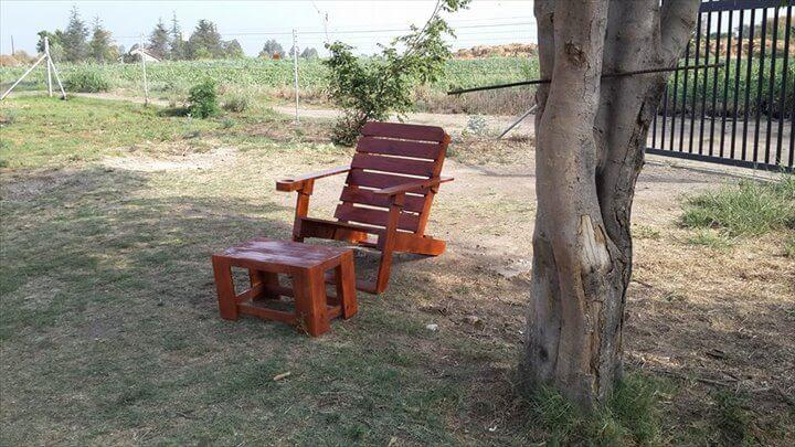 wooden pallet Adirondack chair and coffee table