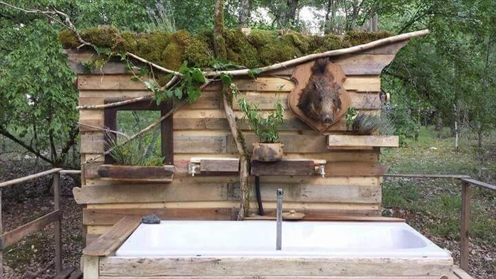 upcycled pallet outdoor bath