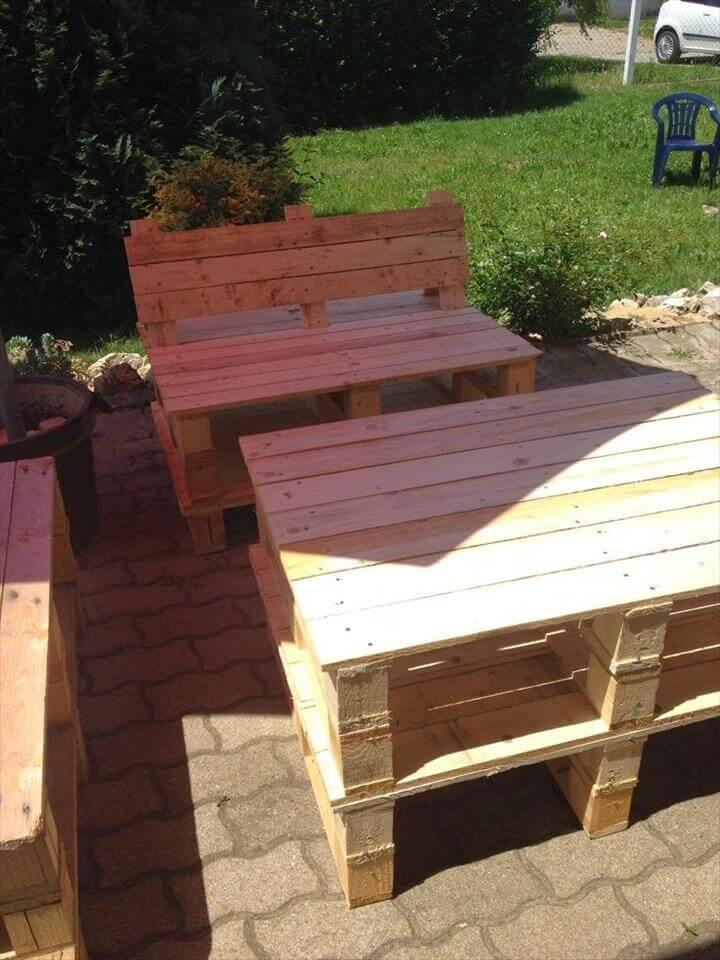 rustic yet modern pallet furniture