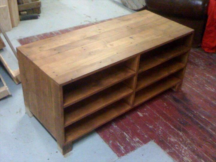 pallet media console tv stand easy pallet ideas. Black Bedroom Furniture Sets. Home Design Ideas