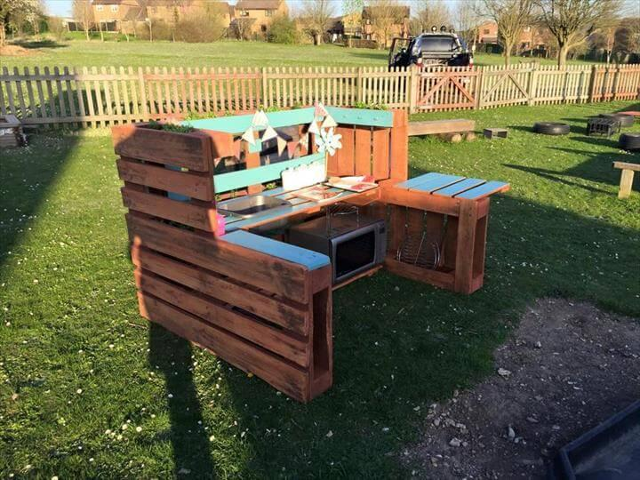 handmade pallet mud kitchen