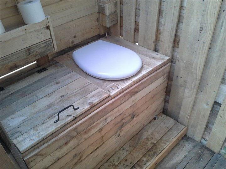 pallet outdoor toilet room
