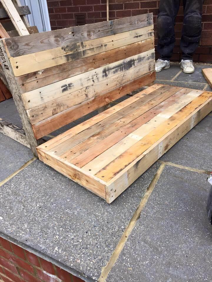 making the berth and backrest of pallet bench