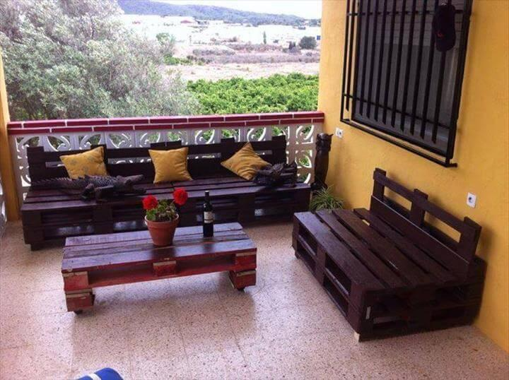 black stained whole pallet balcony sofa