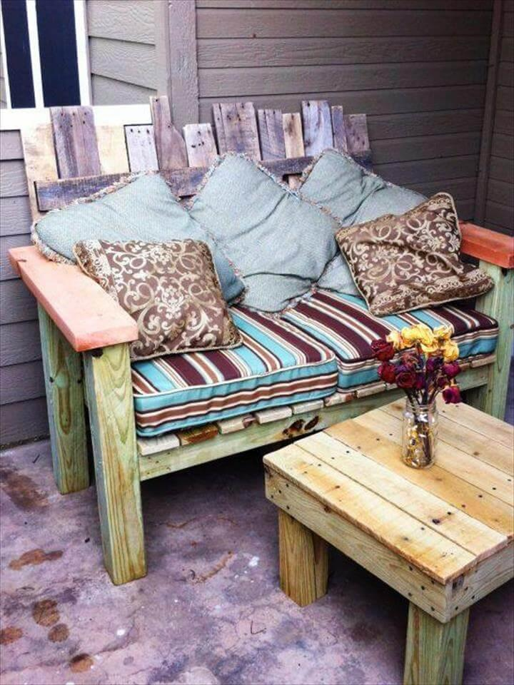 handamde wooden pallet cushioned sofa