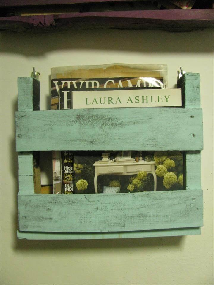 recycled pallet wall bookshelf