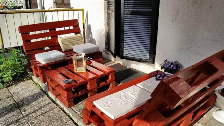 recycled pallet sofa and table