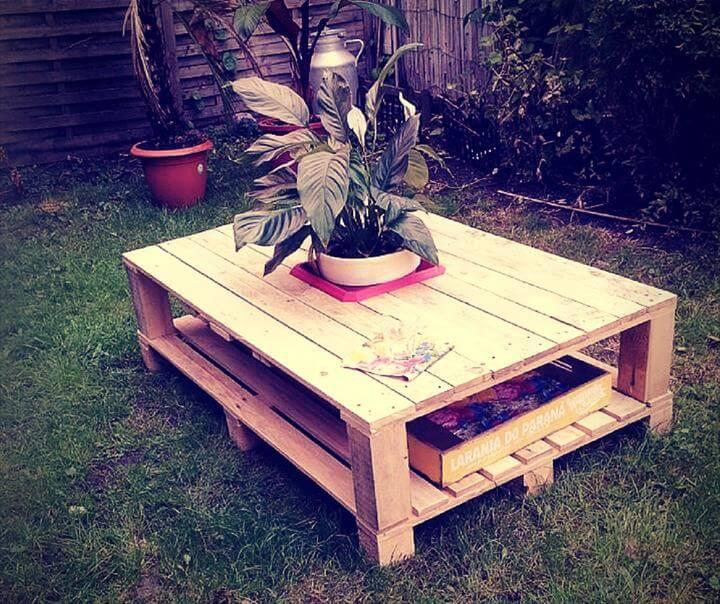 repurposed wood pallet coffee table with planter box