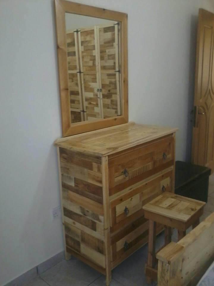 diy pallet make up dresser, mirror and stool
