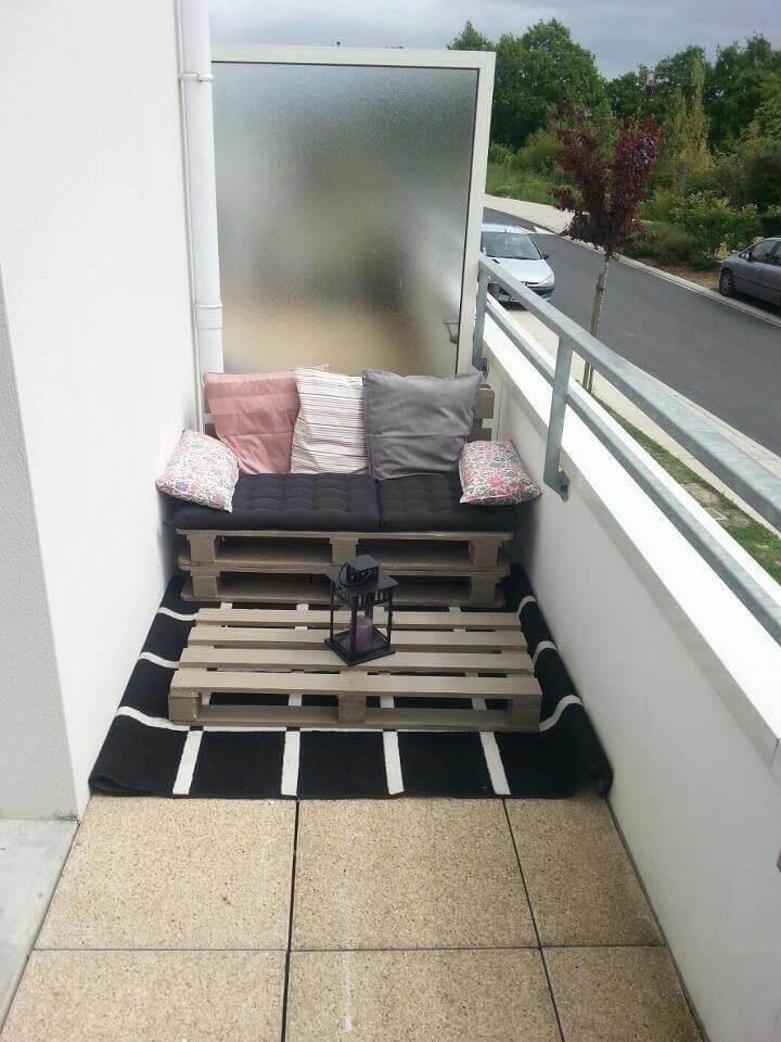 repurposed whole pallet sofa