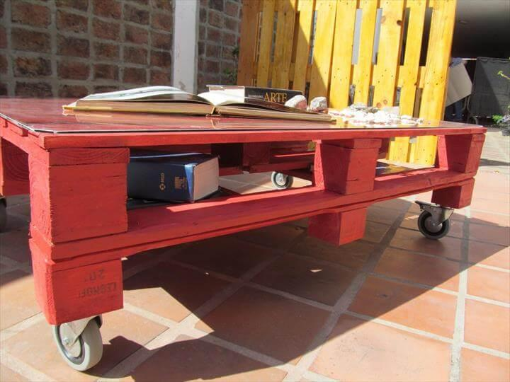 Red pallet coffee table with glass top easy pallet ideas for Painted pallet coffee table