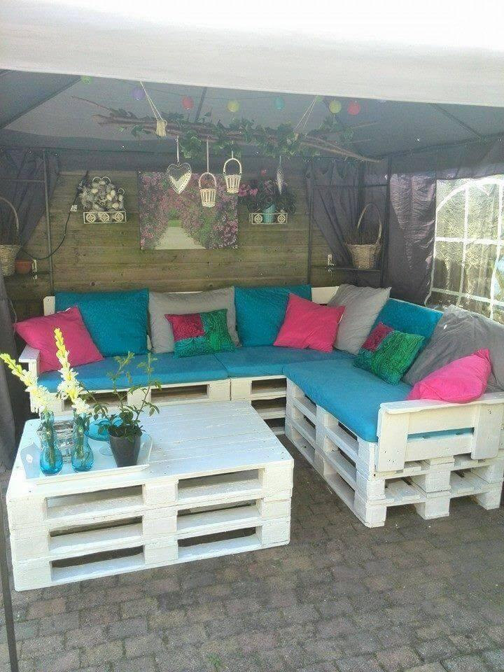 diy stacked pallet board sectional sofa with cushion