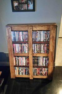 salvaged pallet bookshelf