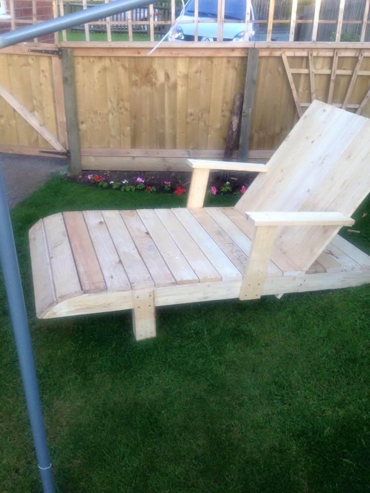 recycled pallet lounger