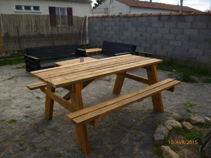recycled pallet picnic bench