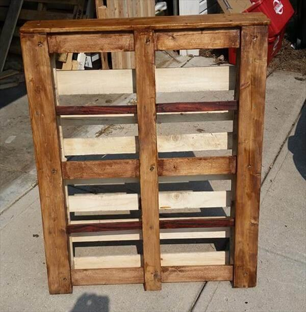 handmade wooden pallet bookshelf