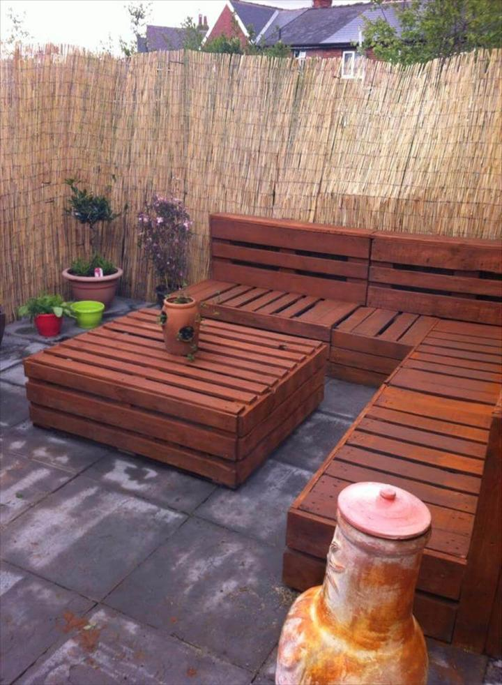 Whole pallet patio set inspiration