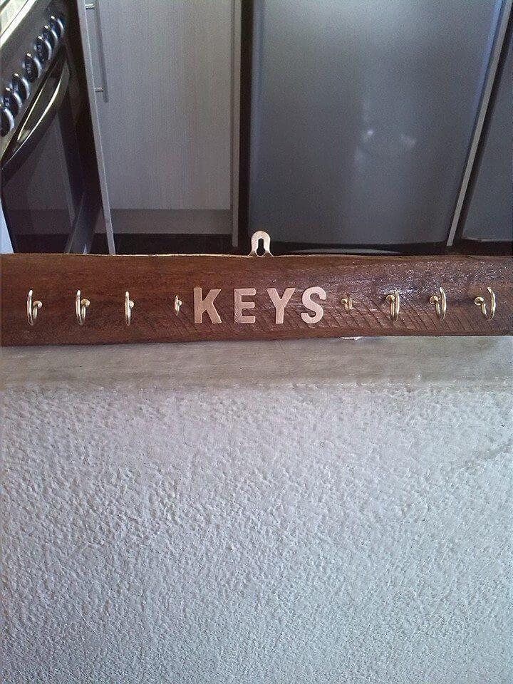 rustic pallet keys organizer