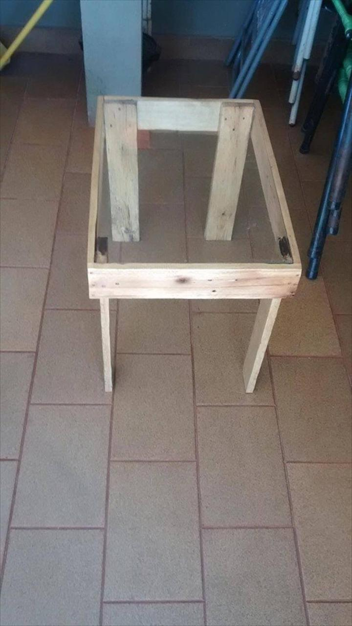 wooden pallet coffee table with glass top
