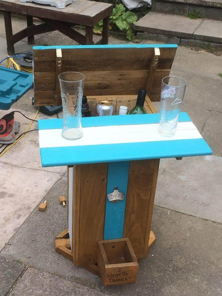 repurposed painted pallet side table with inside ice bucket