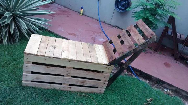 reclaimed pallet outdoor lounger