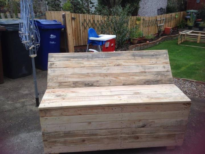 repurpose pallet garden bench
