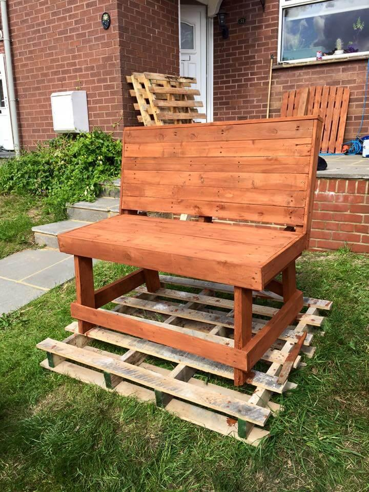 recycled pallet garden bench