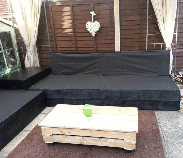 recycled whole pallet patio sofa