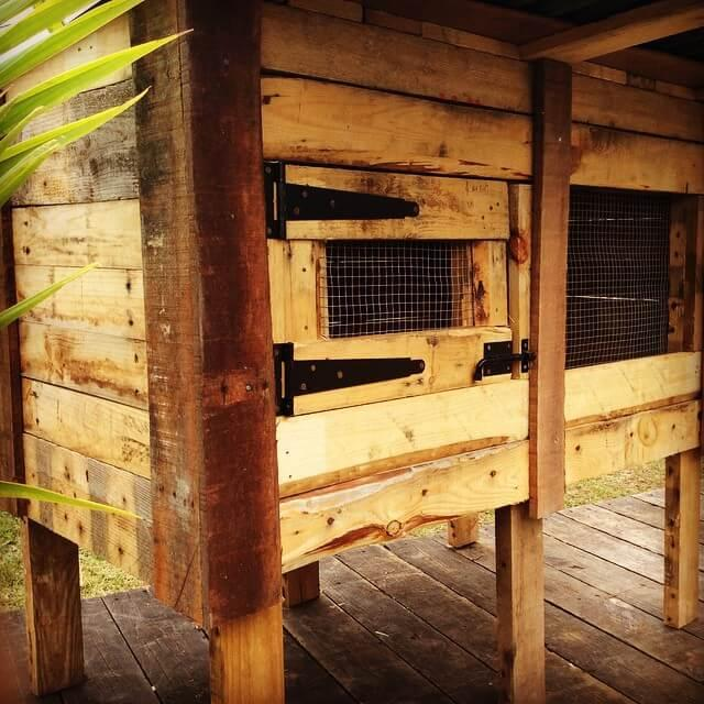 wooden pallet hen house