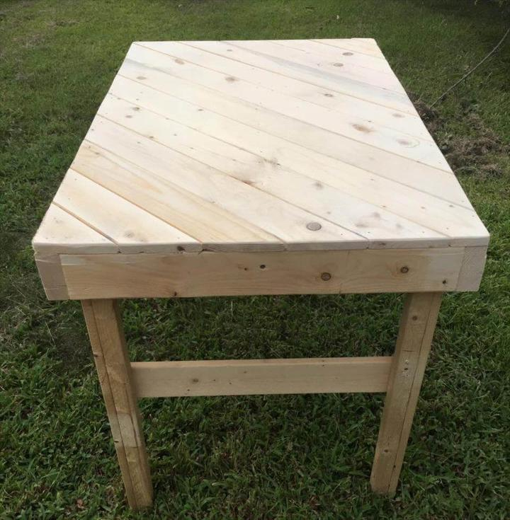 wooden pallet coffee table with diagonal stripe pattern