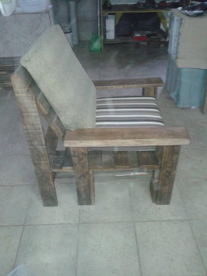 repurposed pallet cushioned chair