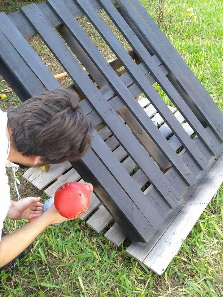 painting the pallets with spray paint