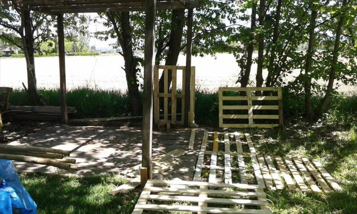 Just giving a level to deck space by adding rough pallet boards