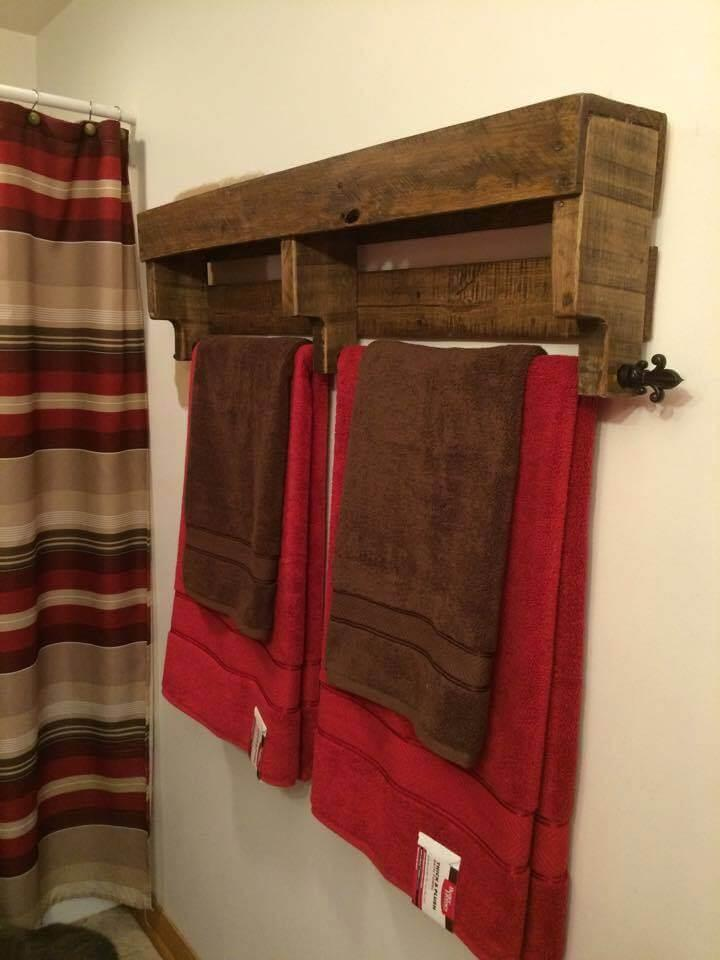 diy wooden pallet towel rack