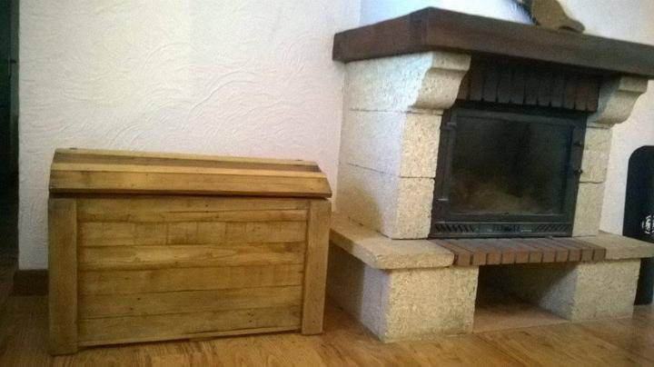 Recycled pallet firewood chest