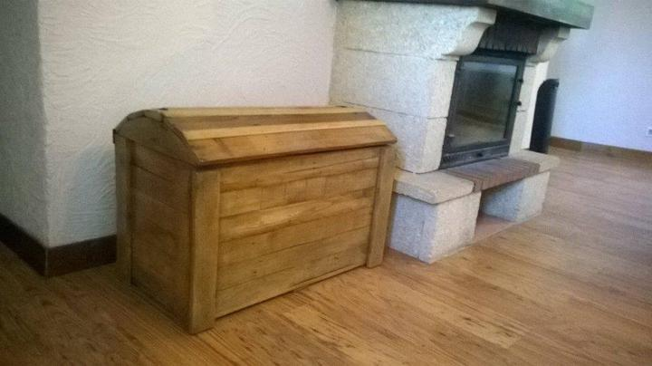 Regained pallet firewood chest