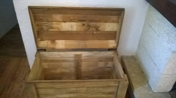 Reclaimed pallet firewood chest