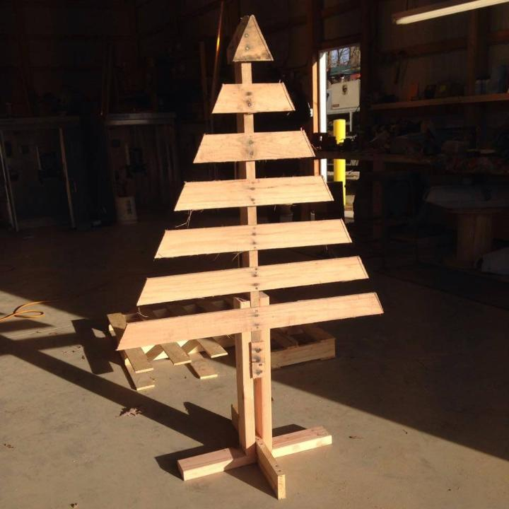 self-made pallet wooden tree