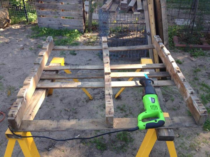 pallet wood dismantling with sawzall!