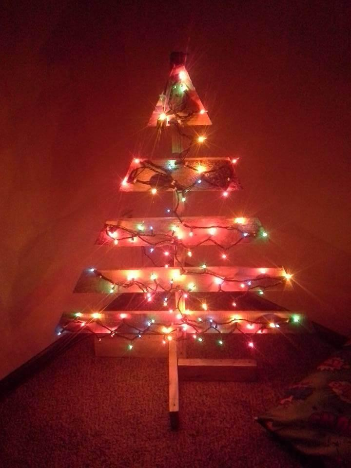 wooden pallet lighted tree accent