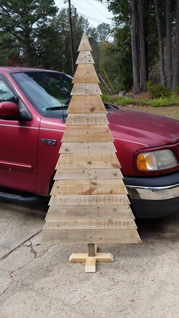 repurposed pallet wooden tree