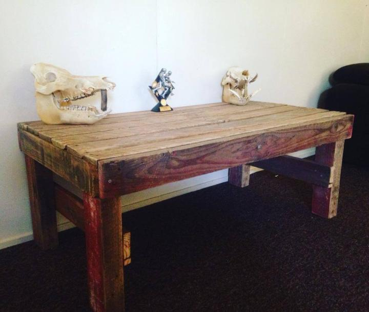 how to build a coffee table using pallets