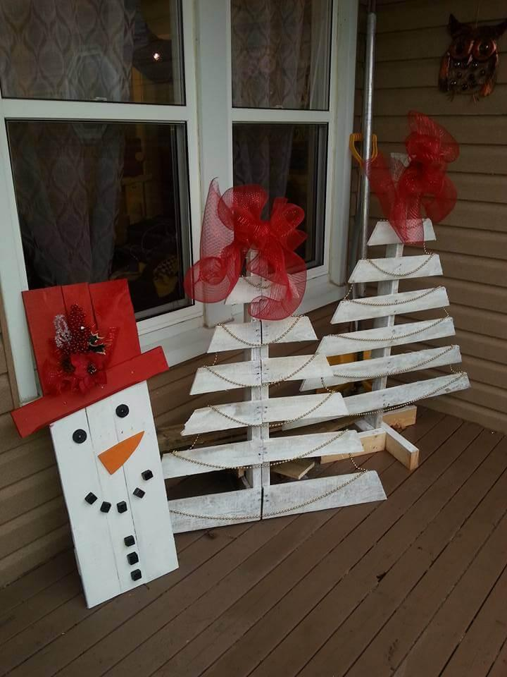 white painted pallet tree decors