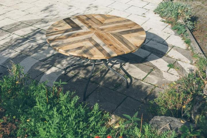 wooden pallet chevron round top dining table
