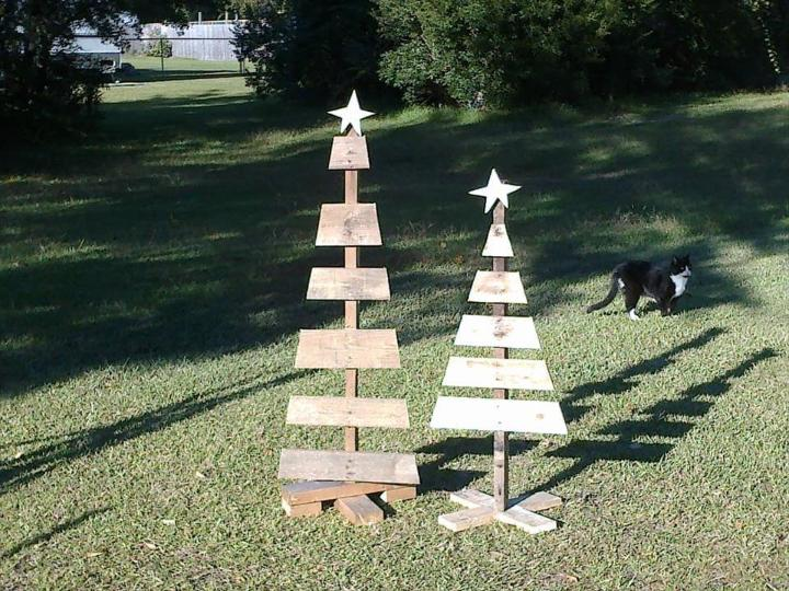 handmade wooden pallet tree