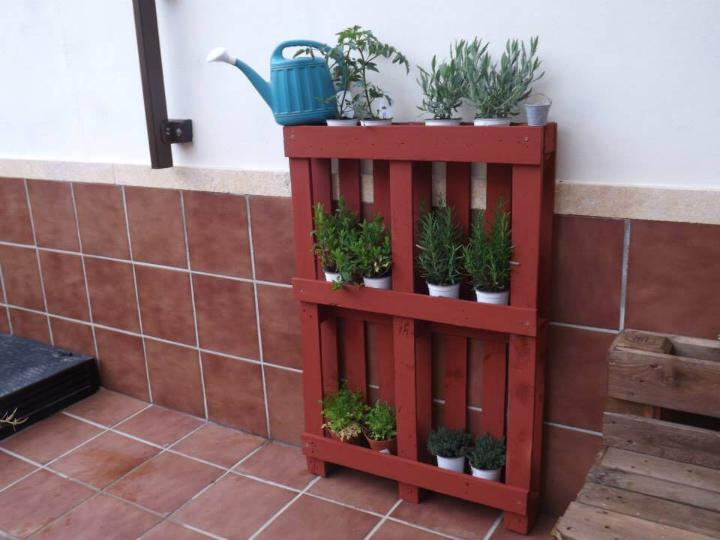 recycled pallet pot organizer